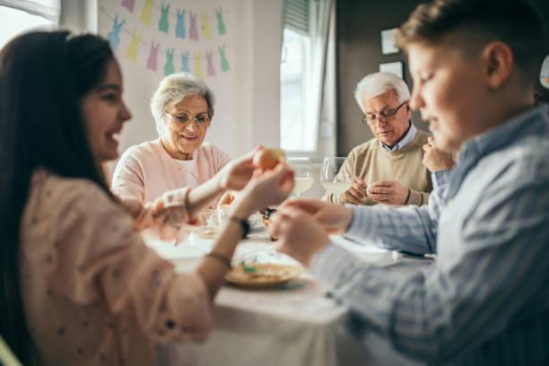 refeição de páscoa - familia pascoa - fotografias e filmes do acervo