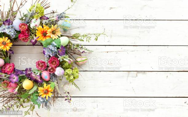Easter spring wreath on an old rustic white wood background picture id1127411109?b=1&k=6&m=1127411109&s=612x612&h=xirmmi0t3uleh3uap5givwd0a 4otnzhto6cdbxcmqi=