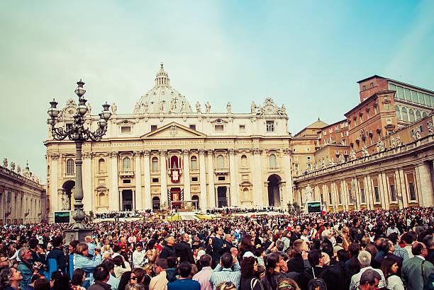 ostersonntag-rom, italien - papst benedikt xvi stock-fotos und bilder