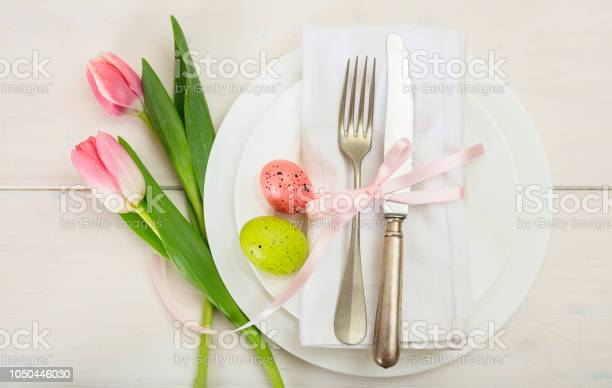 Easter table setting with pink tulips on white wooden background top picture id1050446030?b=1&k=6&m=1050446030&s=612x612&h=iqpiypsexcbhtby9ybdwrmvptmhms1cyalidzoaqe0k=