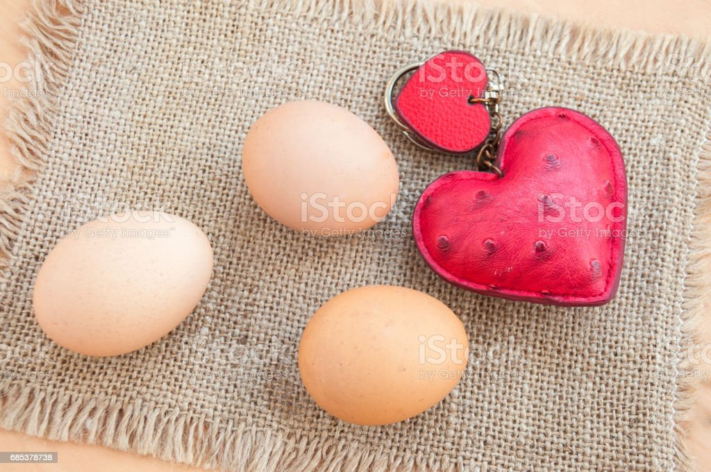 Easter three chicken eggs heart on a canvas napkin foto de stock royalty-free