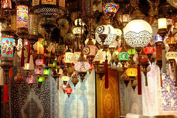 lanterne orientale - bazar mercato foto e immagini stock
