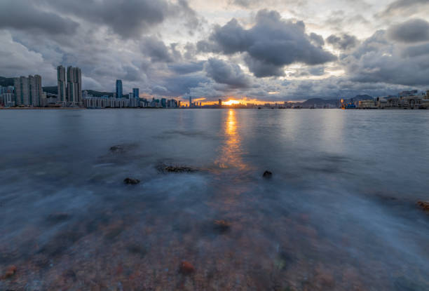 Eastern Victoria Harbour during cloudy sunset – zdjęcie