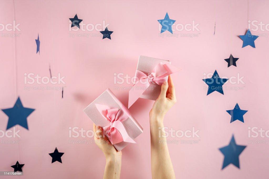 DIY Paper Gift Bows | Mom Spark - Mom Blogger | 682x1024