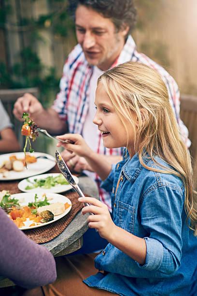 essen gut, sich gut fühlen - sonntagsbrunch stock-fotos und bilder