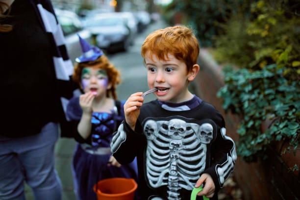 eating halloween candy - halloween candy стоковые фото и изображения