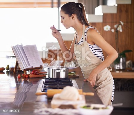 Young woman cooking at homehttp://195.154.178.81/DATA/i_collage/pi/shoots/783587.jpg