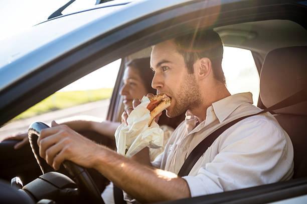 Essen in Auto – Foto