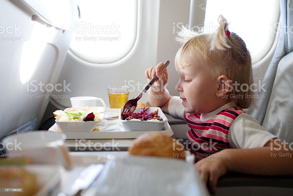 Essen im Flugzeug – Foto