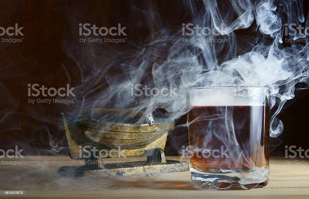 Eau-de-vie dans la fumée de cigares - Photo