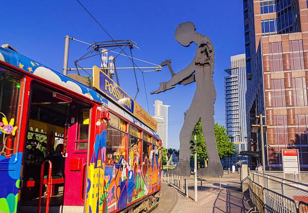ebbelwei-express und hammer mann in frankfurt messe - ausstellungen frankfurt stock-fotos und bilder