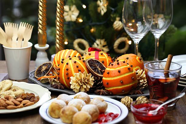 ebelskiver, glogg and orange pomander - aufstrich weihnachten stock-fotos und bilder