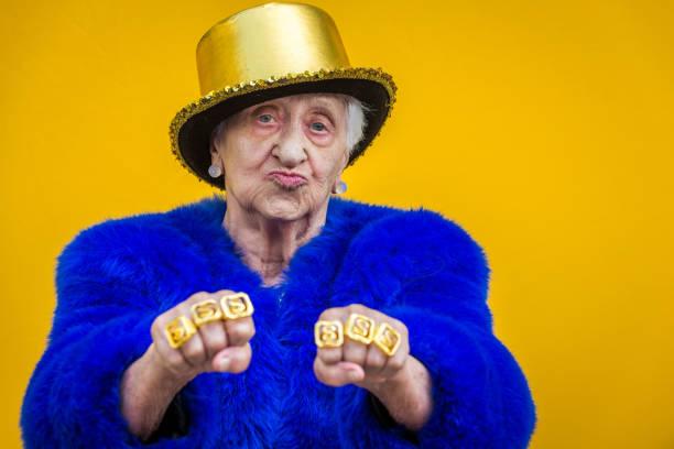 excentriska senior kvinna porträtt - celebrities of age bildbanksfoton och bilder