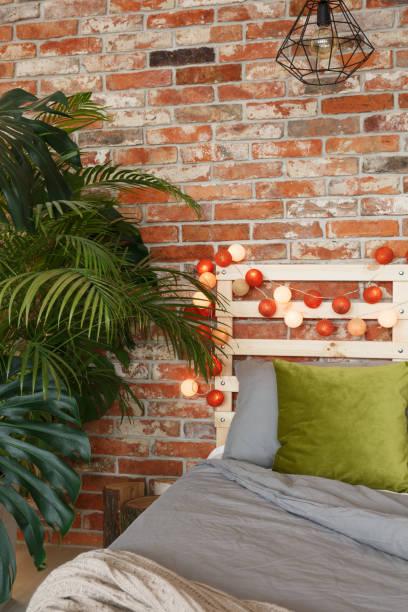 eco und industriellen stil - do it yourself hochbett stock-fotos und bilder