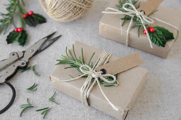 eco craft christmas gift boxes - diy xmas stock-fotos und bilder