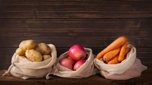 Umweltfreundliche Netztaschen mit Früchten – Foto