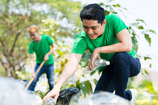 eco volontariato - ambientalista foto e immagini stock
