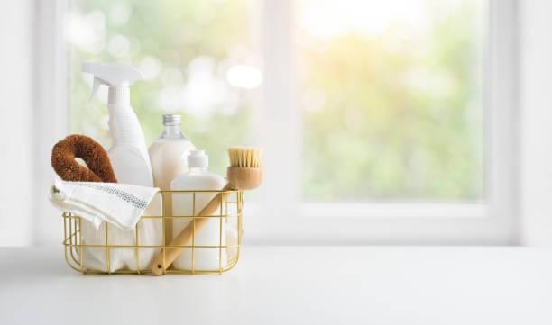 桌子和窗戶背景上的環保天然清潔產品 - 清新 個照片及圖片檔