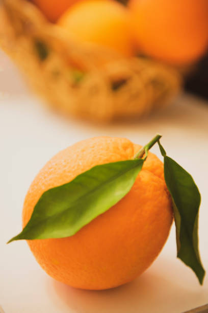 Naranja ecológica, cítricos obtenidos de naranja. - foto de stock