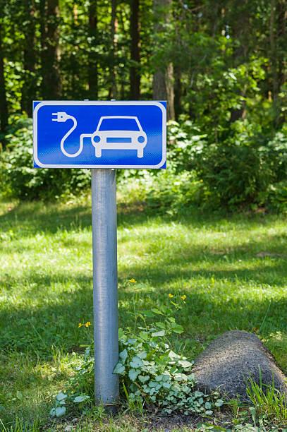 Ökologie freundlichen Ladestation für Elektroautos road sign – Foto