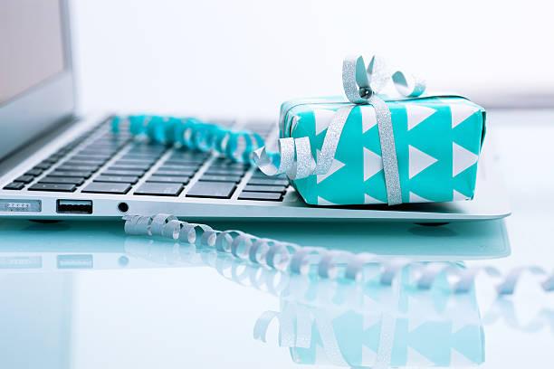 E-commerce.   Kaufen Sie online-Konzept – Foto