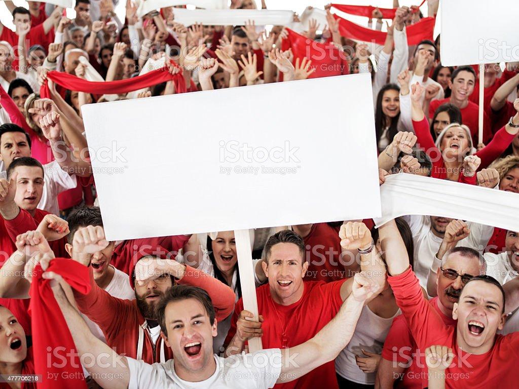 Em Êxtase grande grupo de esporte fãs gritando e torcendo. - foto de acervo