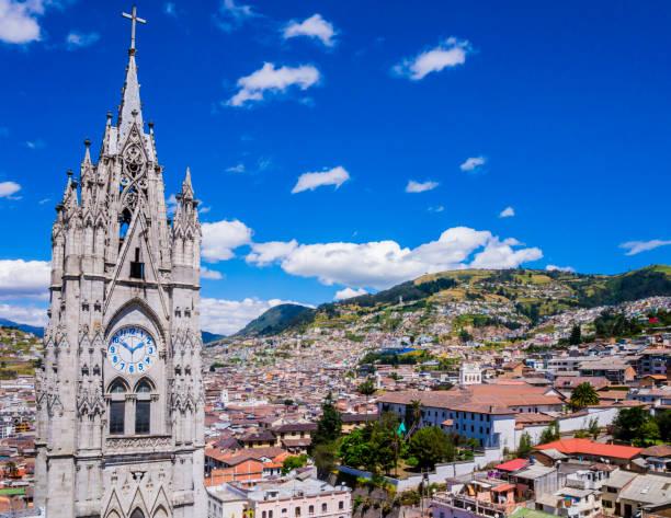 에콰도르, 키토 고딕 대성당 델 voto 나시오날에서의 시티 뷰 - 에콰도르 뉴스 사진 이미지