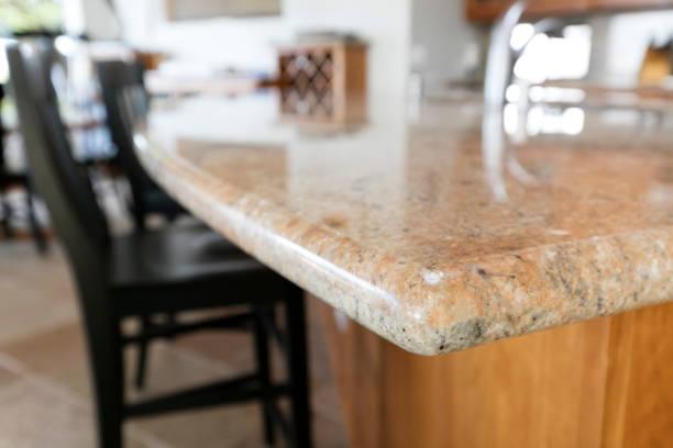 Kante der Granit-Arbeitsplatte – Foto