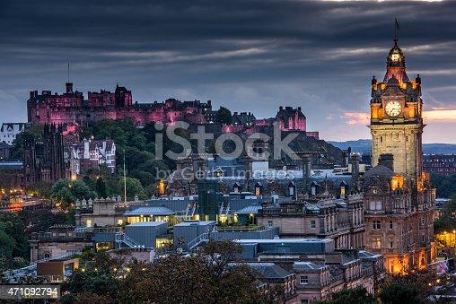 istock Edinburgh Castle and cityscape at night in Scotland, UK 471092794
