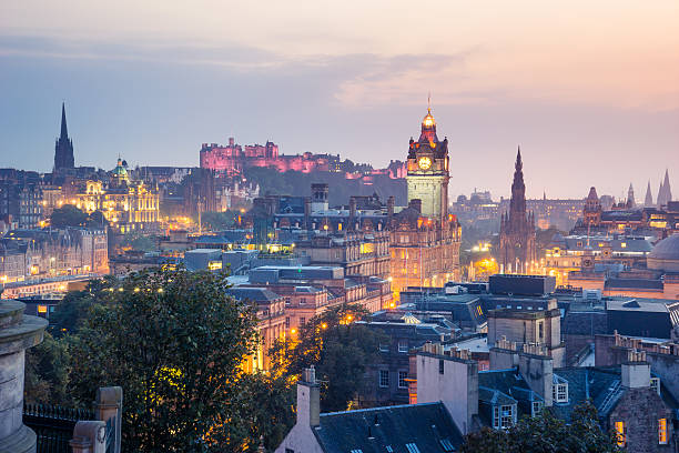 Edinburgh city von Calton Hill bei Nacht, Schottland, UK – Foto