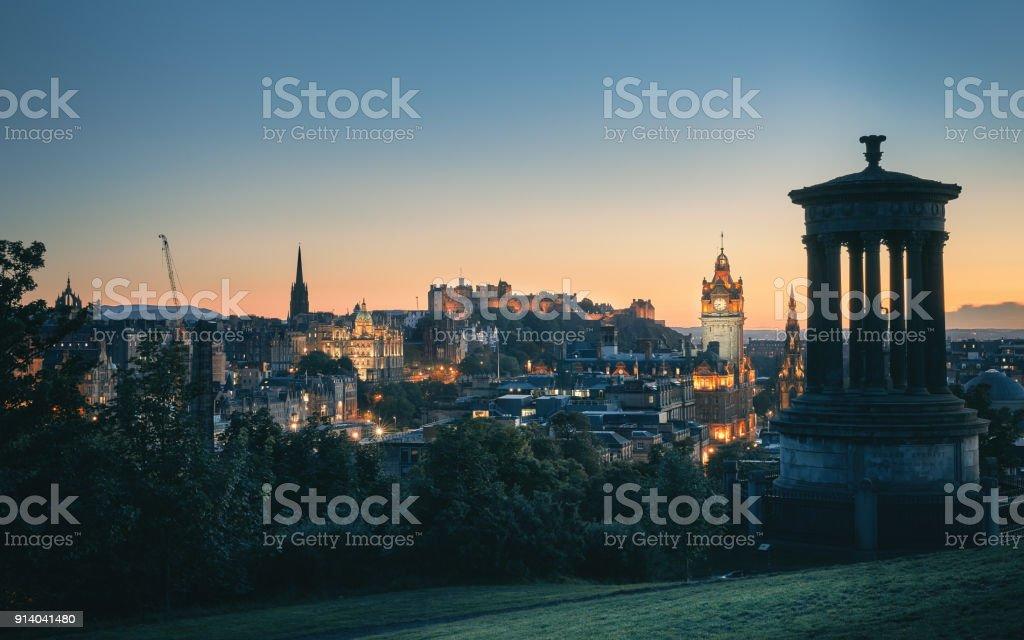 Edinburgh city von Calton Hill bei Nacht, Schottland, UK – Foto