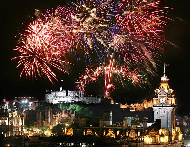 Edinburgh Fireworks Edinburgh fireworks over the city centre. Fireworks are set off for Edinburgh's Hogmanay (New Year's Eve) and during the Edinburgh Festival and Edinburgh Military Tattoo. edinburgh scotland stock pictures, royalty-free photos & images