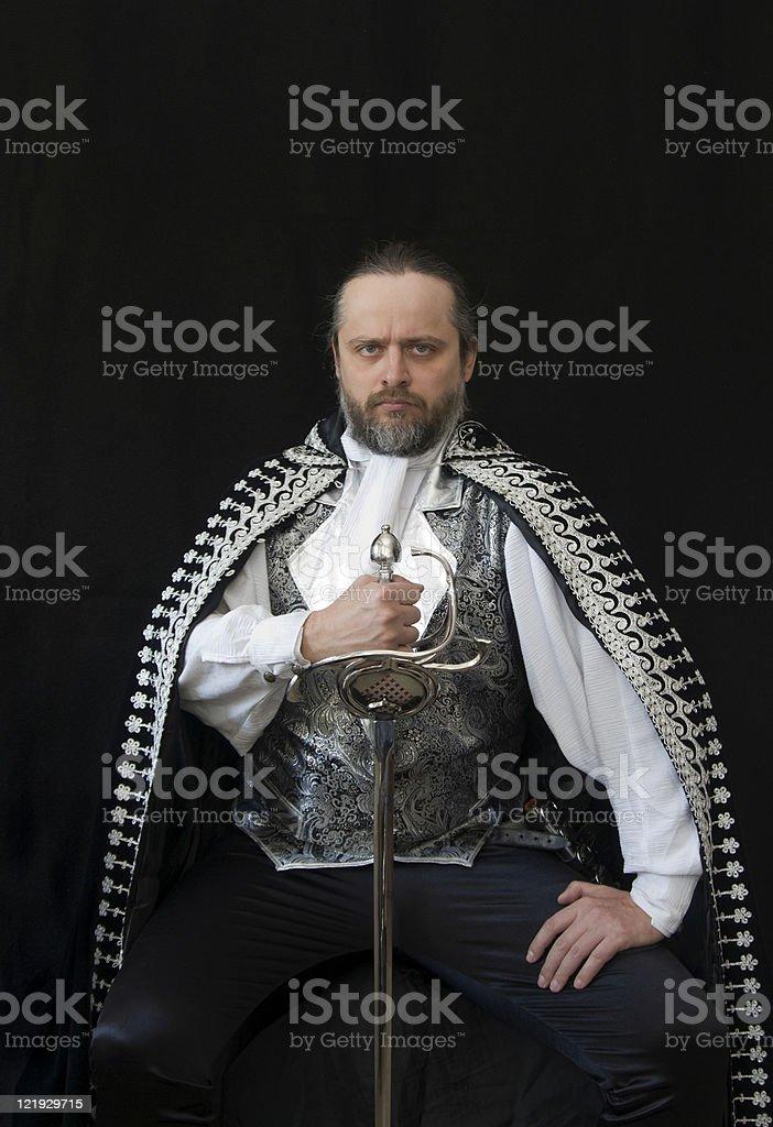 Edler venezianischer Ritter hält stolz sein Schwert Rapier royalty-free stock photo
