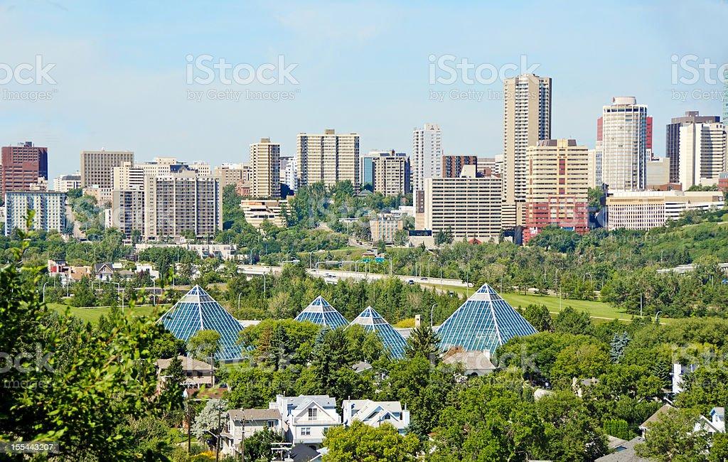 Edmonton Skyline della città e giardino botanico Muttart Conservatory - foto stock
