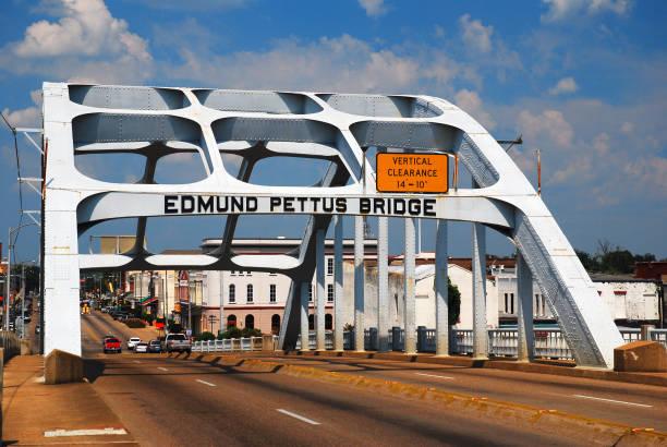 мост эдмунда петтиса, сельма, алабама - mlk day стоковые фото и изображения