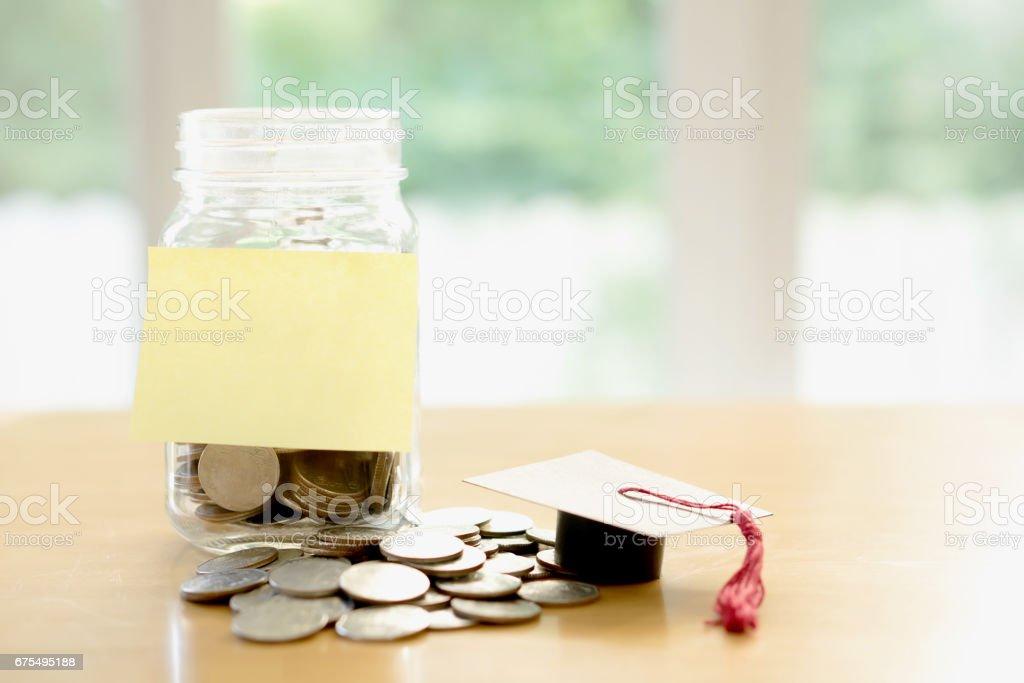 Education budget concept. education money savings in a glass photo libre de droits