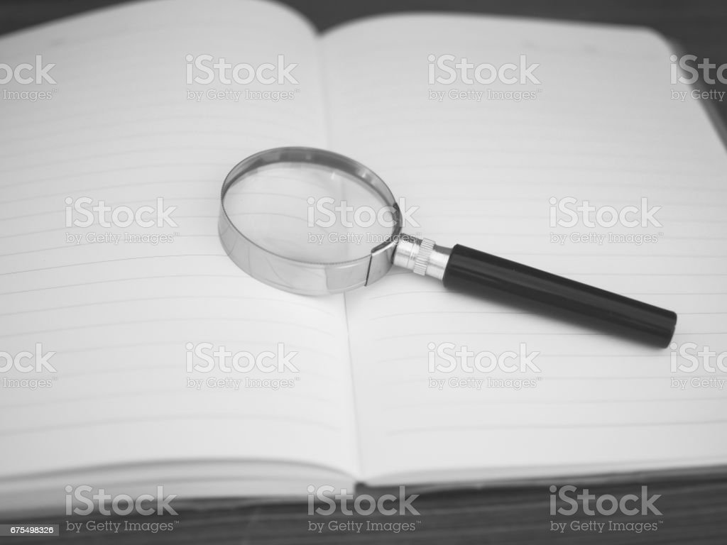 Education Concepts: Book and magnifying glass photo libre de droits