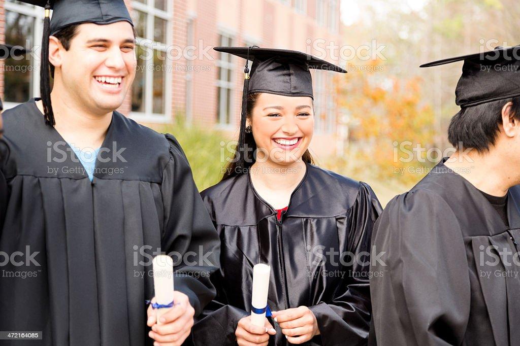 3404bfb7e La educación  Latin descenso de estudiantes en el campus de la Universidad.  Graduación.