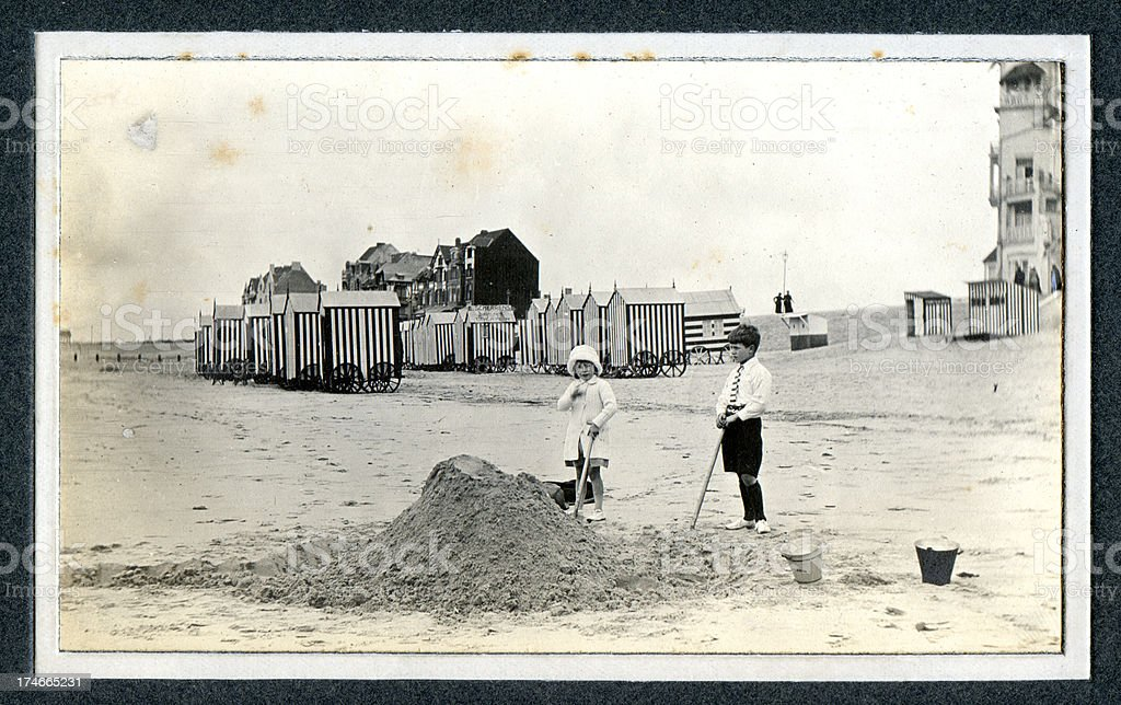 Edwardian children playing at the seaside - Vintage Photograph stock photo