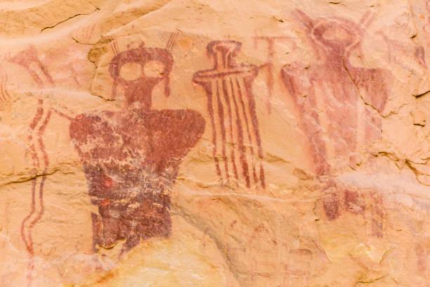 sego kanyon ürkütücü insansı rakamlar - mağara resmi stok fotoğraflar ve resimler