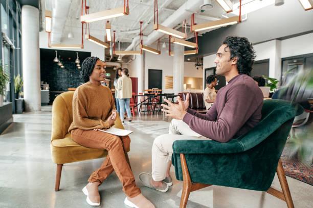 Effektive Kommunikation zwischen Coworking Millennials – Foto