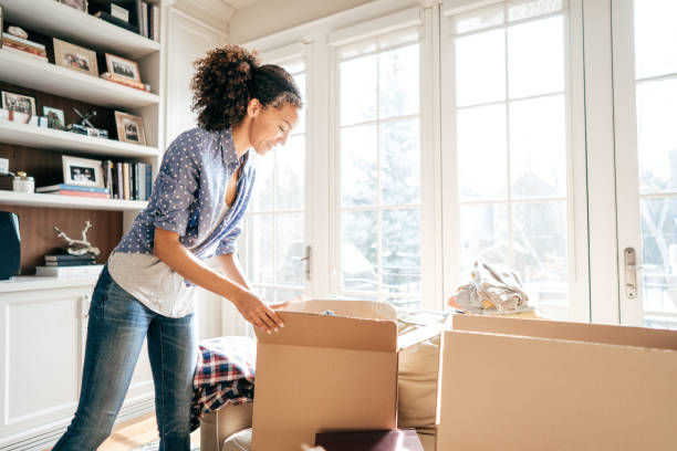 Efficient moving with no stress Packing and unpacking before moving in physical activity stock pictures, royalty-free photos & images