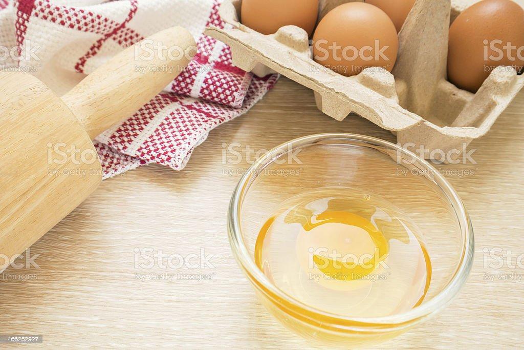 Huevo y cocinar palo de amasar - Foto de stock de Al horno libre de derechos