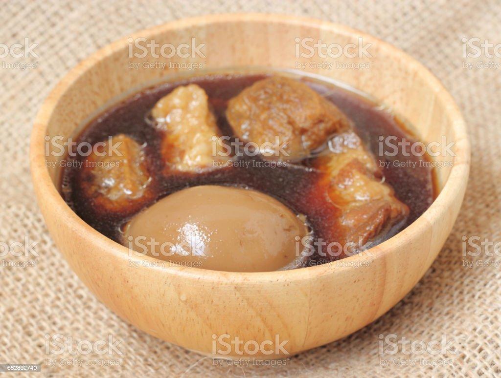 egg and pork stew with seasonings blend sweet taste and brown sauce Lizenzfreies stock-foto