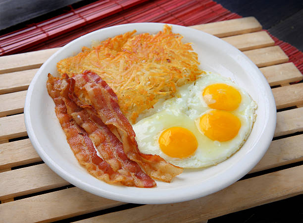 ei frühstück - haschee stock-fotos und bilder