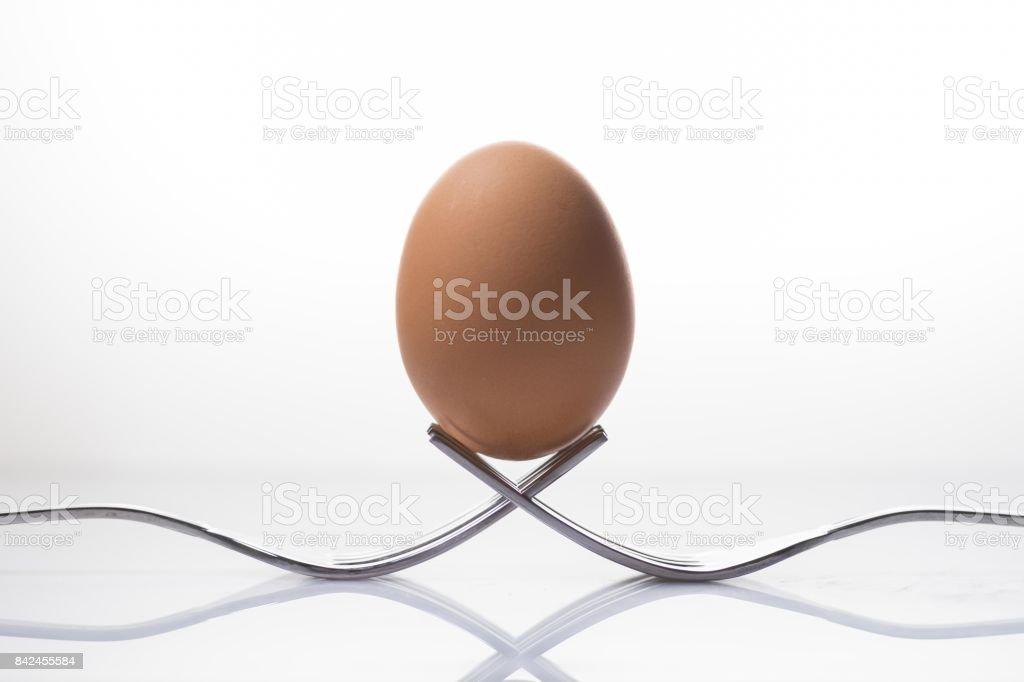 Huevo en equilibrio - foto de stock