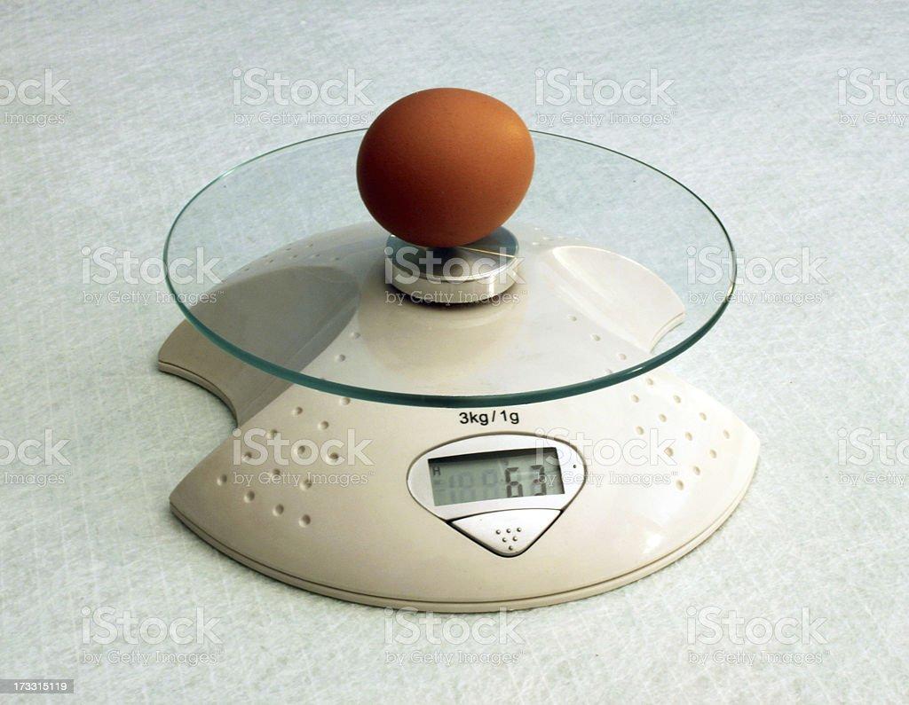 Huevo en escalas - foto de stock