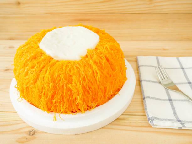 thread-eierkuchen (fios de ovos) - portugiesische desserts stock-fotos und bilder