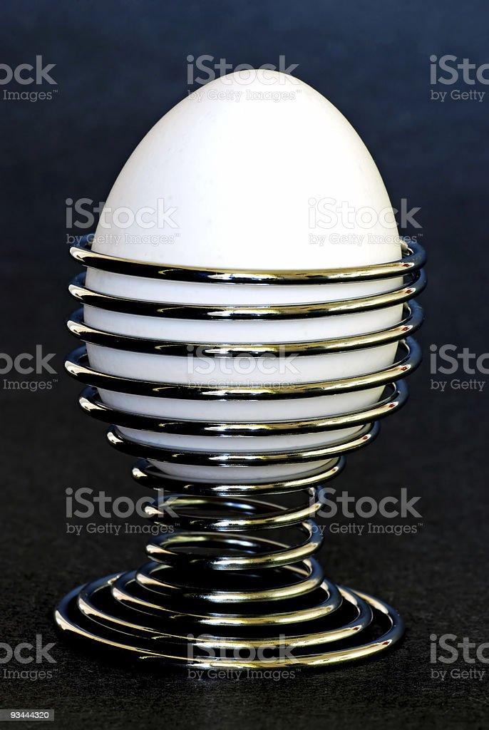 Ei mit dunklem Hintergrund Lizenzfreies stock-foto
