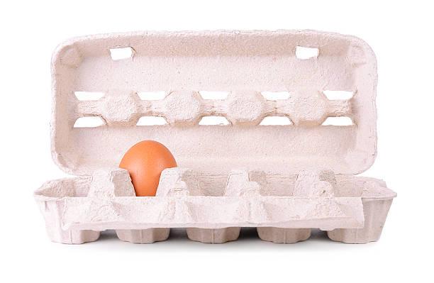 eier-kartonverpackung isoliert auf einem weißen - eierverpackung stock-fotos und bilder